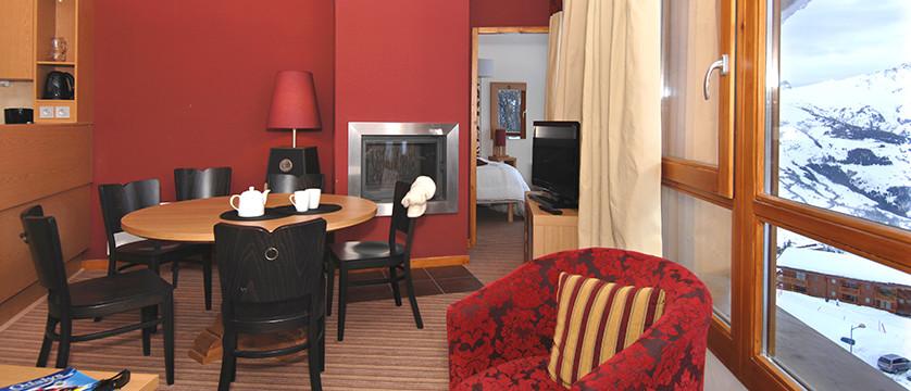 france_paradiski-ski-area_les-arcs_edenarc_apartments_dining.jpg
